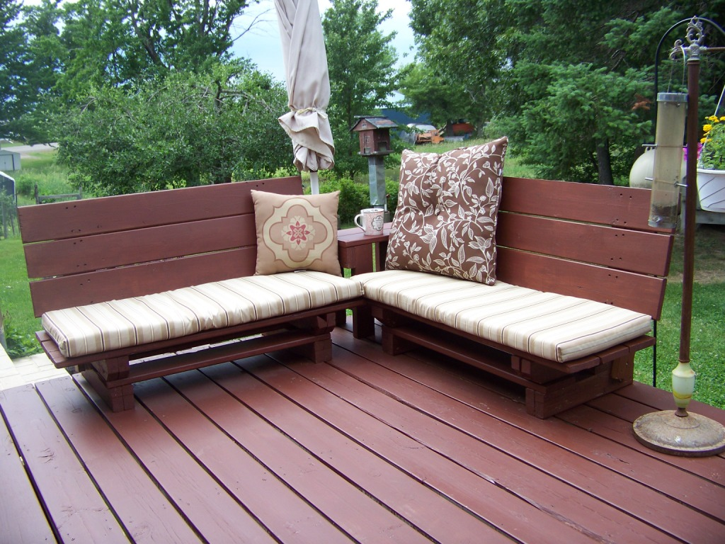 Pallet Patio Furniture Cushions transformation tuesday – pallet benches part 2 – michelle rayburn
