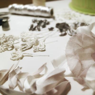 Tocados para novias hechos a mano en el taller de nila taranco