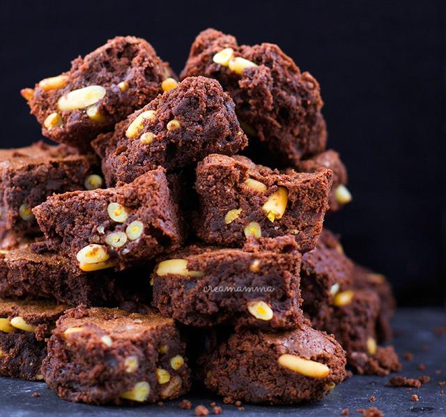 cioccolato fondente farina di castagne e pinoli