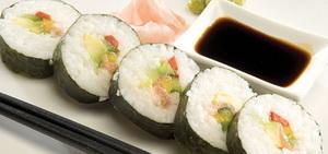 Sushi Salmon dan Alpukat
