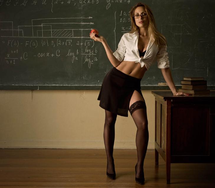 Злая училка трахнула двух студентов