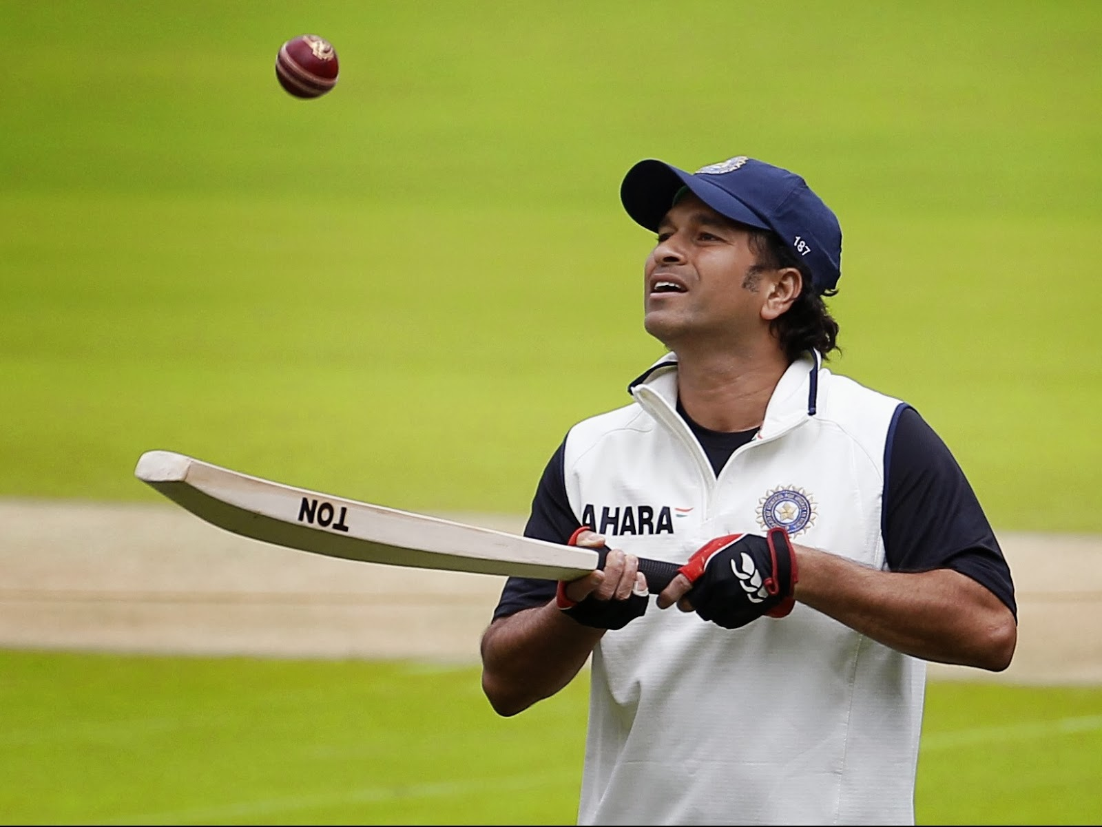 essay on sachin tendulkar in hindi Essay | निबन्ध is a channel developed especially for online free essays, articles, speeches, debates, biographies, stories & poems in hindi and english langu.
