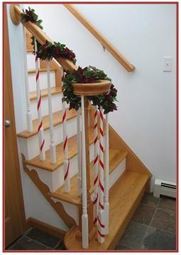 A mi manera c mo decorar las escaleras en la navidad for Como decorar la pared de una escalera