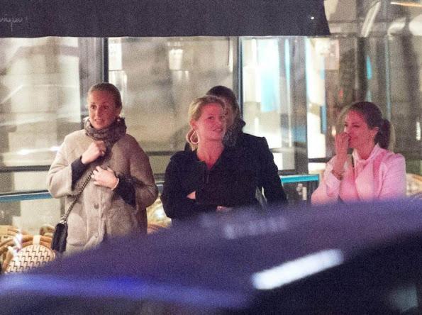 """At the dinner with Madeleine were Louise """"Lussan"""" Gottlieb, Katarina von Horn, Emma Pernald, Charlotte Cederlund and Natalie Werner"""
