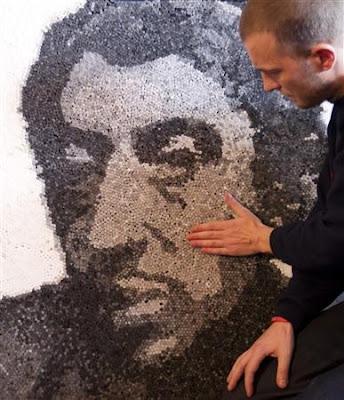 Portrait réalisé avec 23000 filtres  / détournement de panneau