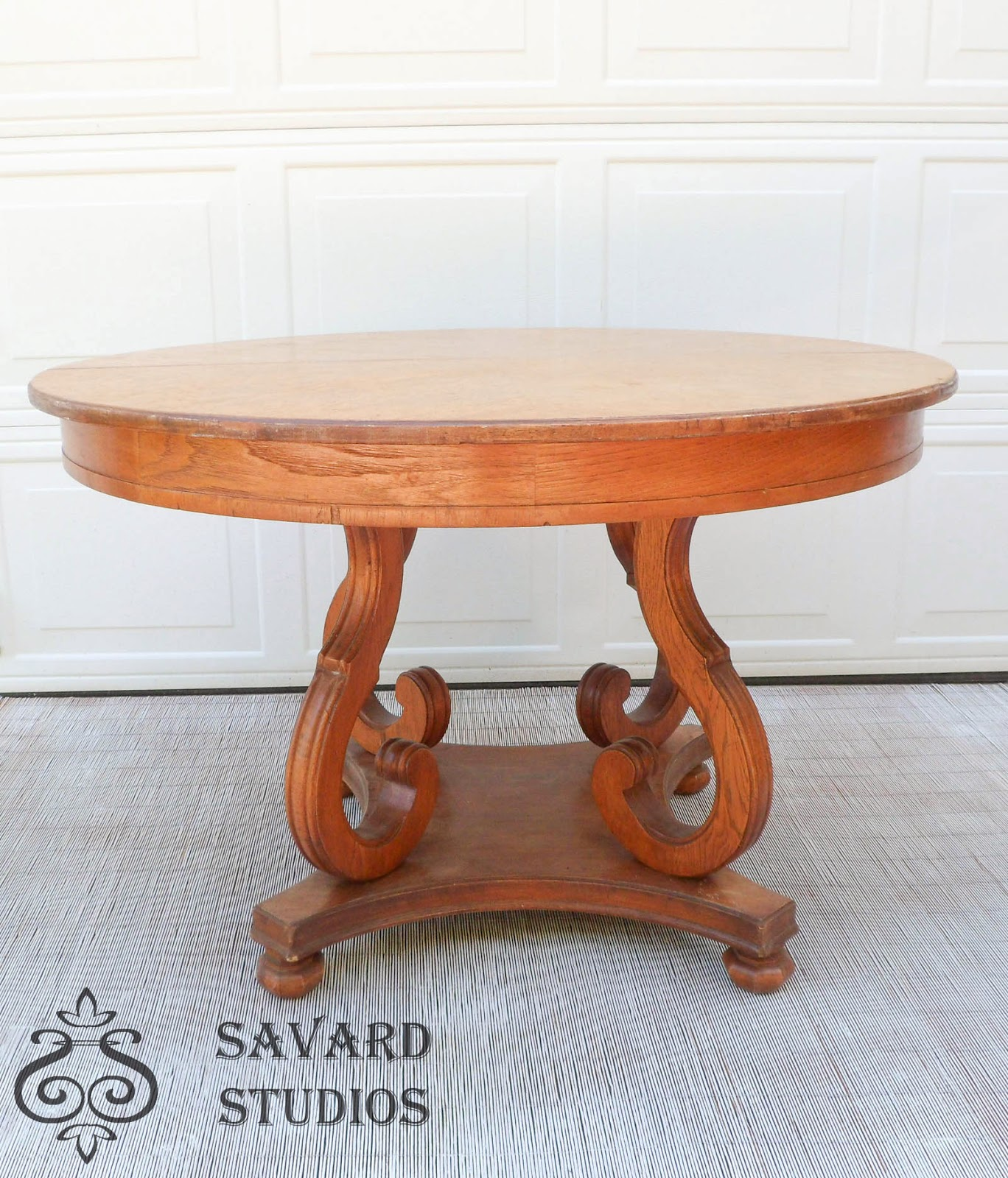 round pedestal table, scrolled base table