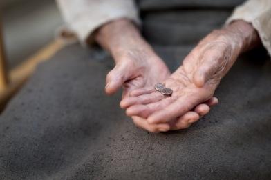 http://3.bp.blogspot.com/-ae0tkJjVREY/UBMfzq1MwEI/AAAAAAAABH4/maiJOqMrhTk/s1600/2-widows-mite-video-still-dsc6405-600x4001.jpg