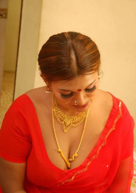 maniak wanita tamil mature aunty hot show in nighty saree hottest