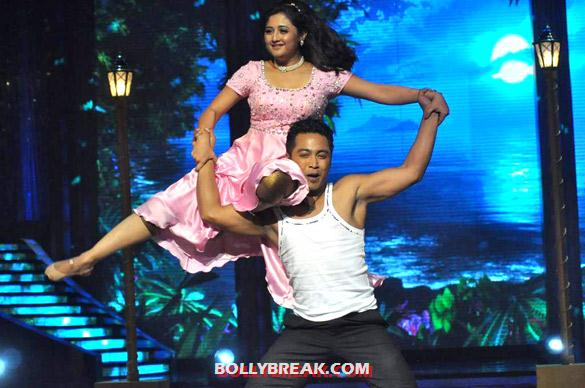 Rashmi Desai Jhalak Dikhhla Jaa 5 - (2) - Salman & Katrina on the sets of 'Jhalak Dikhhla Jaa 5'