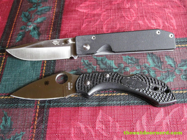 Sanrenmu 704 Folding Pocket Knife shown with Spyderco Dragonfly folding knife
