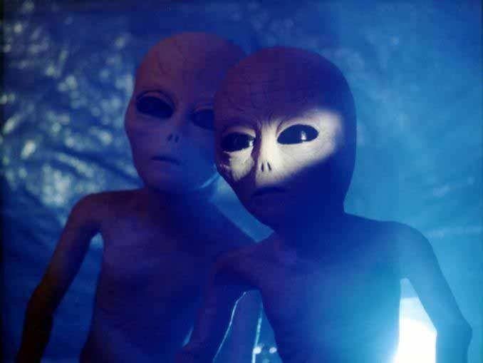 http://3.bp.blogspot.com/-aeIaRTNq5Xg/TV5EOuvQtKI/AAAAAAAAAB8/YSgYLMWWnsg/s1600/aliens.jpg