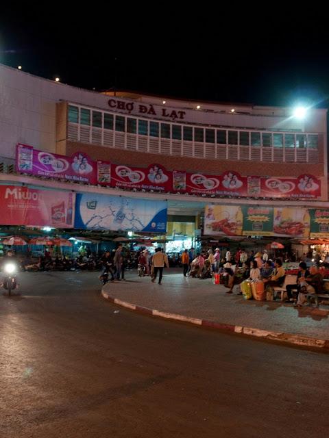 Cho Da Lat Market at night