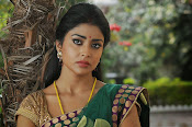 Shriya Saran latest Photos in saree-thumbnail-1