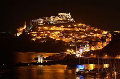 Castelsardo, in Sardegna, di notte