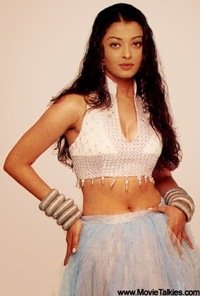 Aishwarya Rai showing hot navel