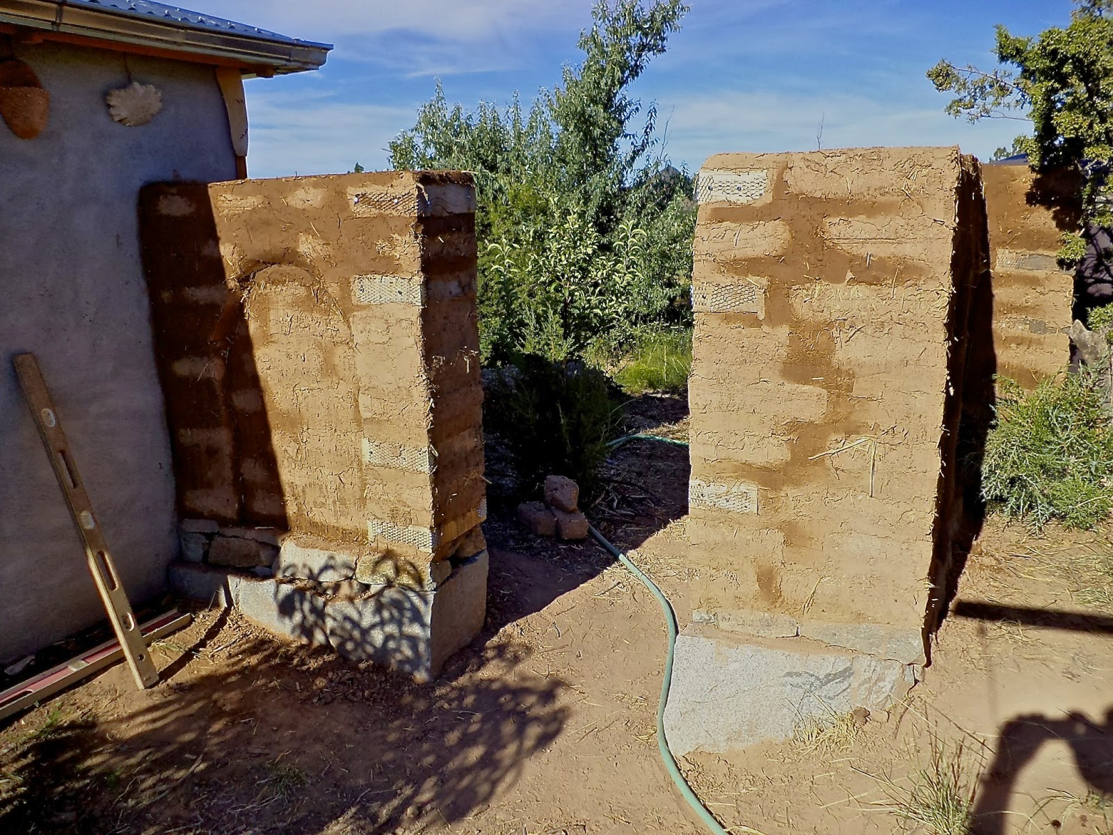 Alt build blog building an adobe wall 6 plastering and creating the designs - How to build an adobe house ...