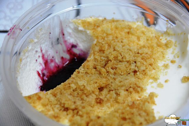 blueberry with cheesecake and crumbs