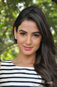 sonal chauhan latest glam pics-thumbnail-7