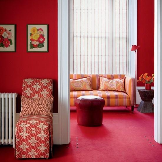 Decoraci n de salas de color rojo c mo arreglar los for Red carpet in living room ideas