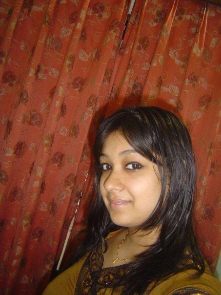 Bangla girl in australia showing butt - 3 2