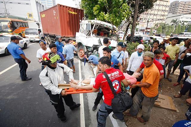 5 Hurt in Jeep-Truck collision in Quezon Avenue