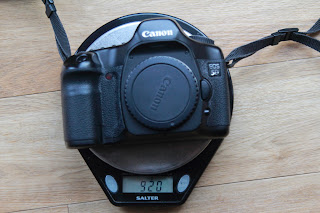 Canon 5D compared to 6D - the 5D weighs in at 920g