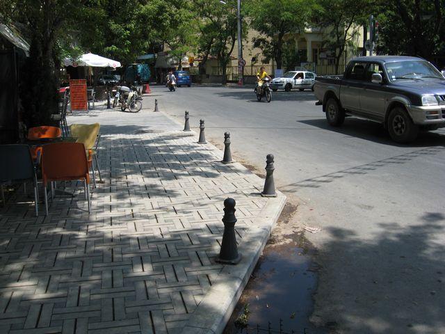 Άφωνοι οι Εδεσσαίοι για τις δεκάδες κολονάκια στη πλατεία Ελευθερίας