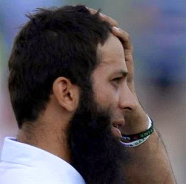 India-England Test Moin Ali Surrounded By Wearing Wrist Bands In Support of Gaza, ICC will investigate.JPG