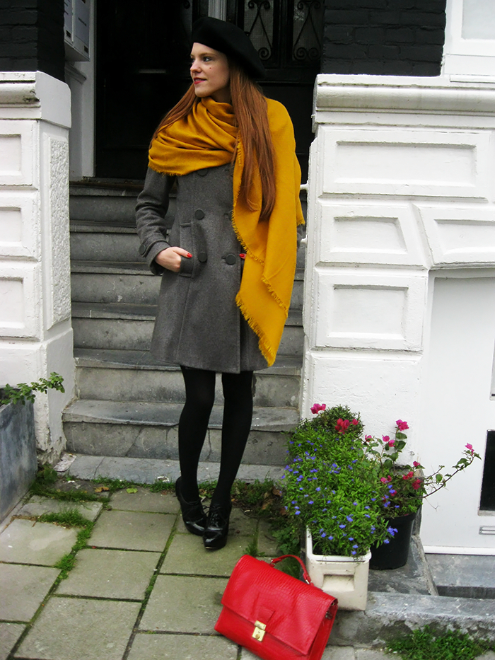 Mustard yellow scarf beret coat patent vintage amsterdam blogger outfit