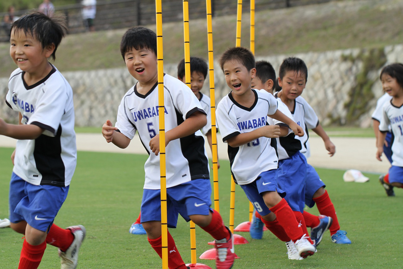 children and sports essay What do youth sports teach our children, really there are a lot of great points to youth sports that extend far beyond the playful hitting and yelling.