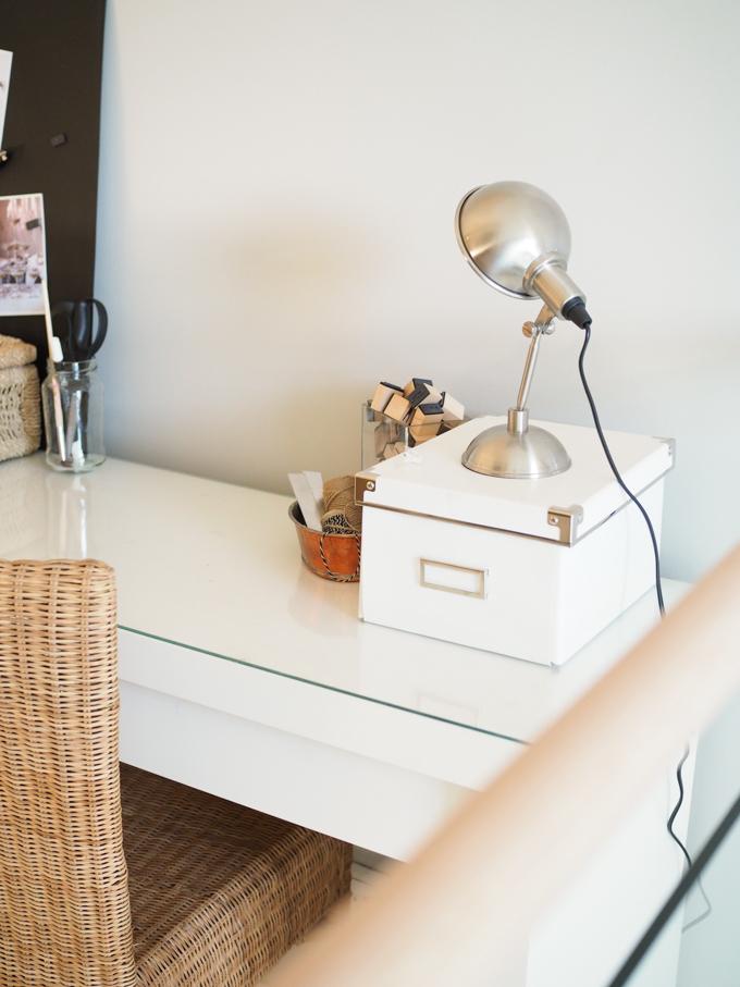 pieni pöytävalaisin tommy habitat ikea malm kampauspöytä työpöytänä, työpiste piensisustus