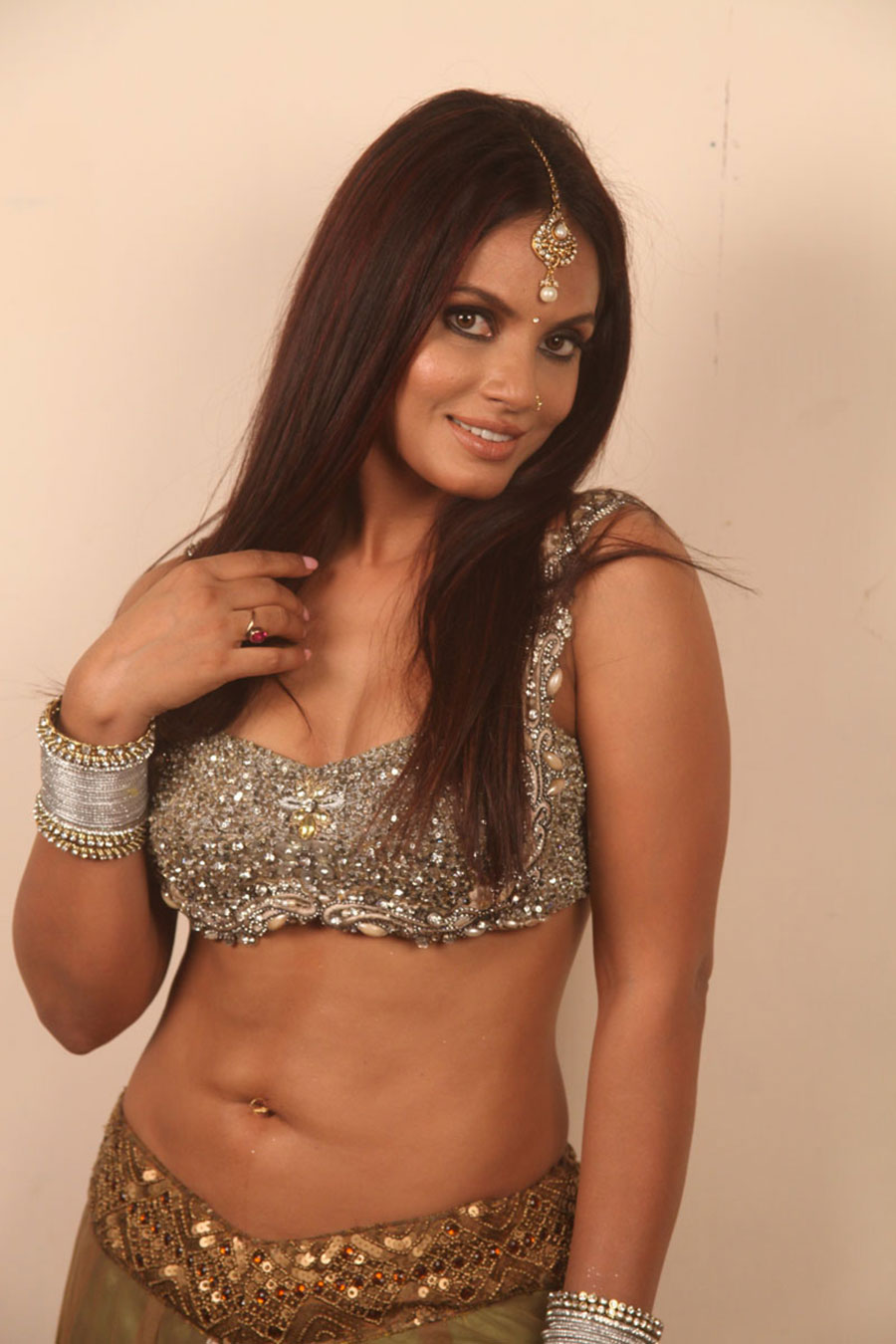 ethnic dressed Neetu chandra hot pics from crazy movie