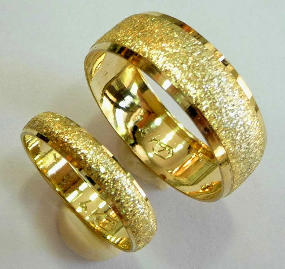 Yellow Gold Wedding Ring Sets His And Hers Design