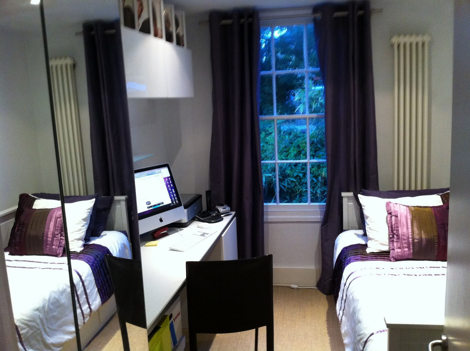 Extremely tight spare bedroom office get home decorating for Small room office