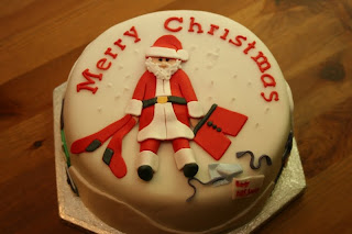 Merry Christmas cake decoration ideas wallpaper with Santa Claus with Christmas gifts for children