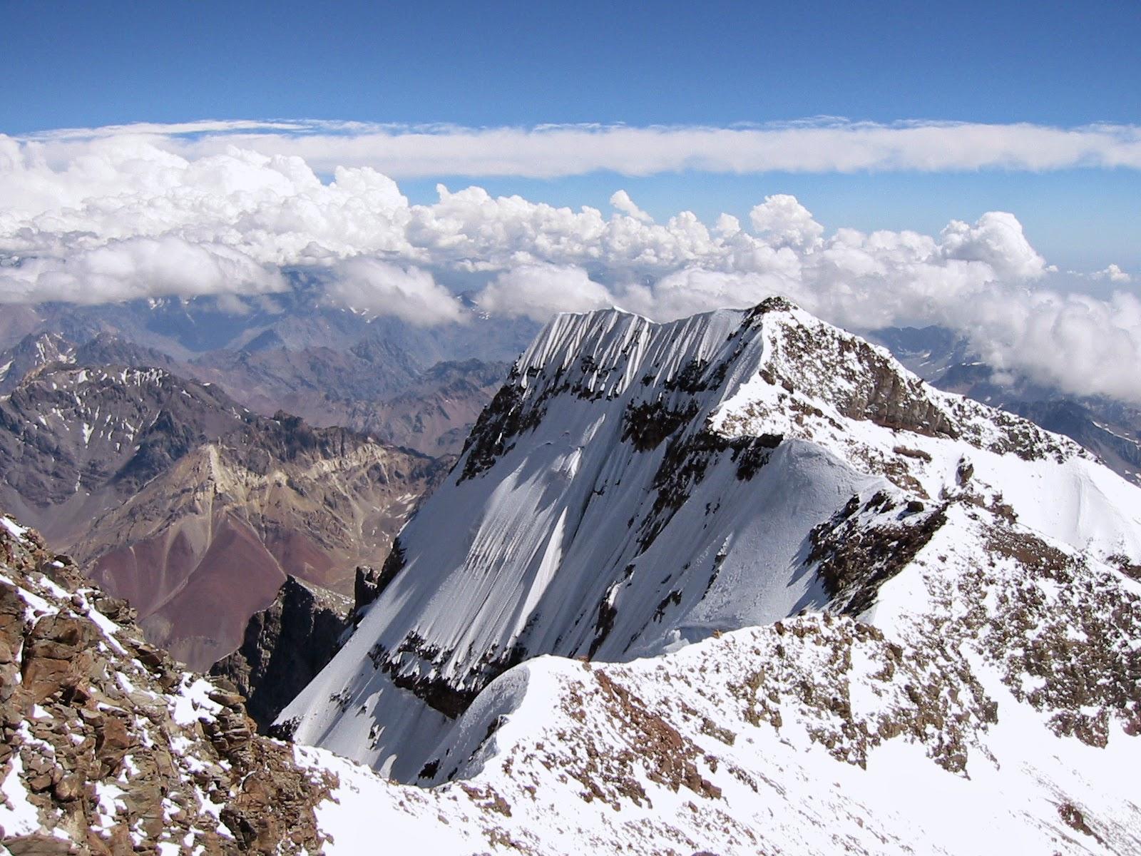 10 Puncak Gunung Tertinggi Di Indonesia