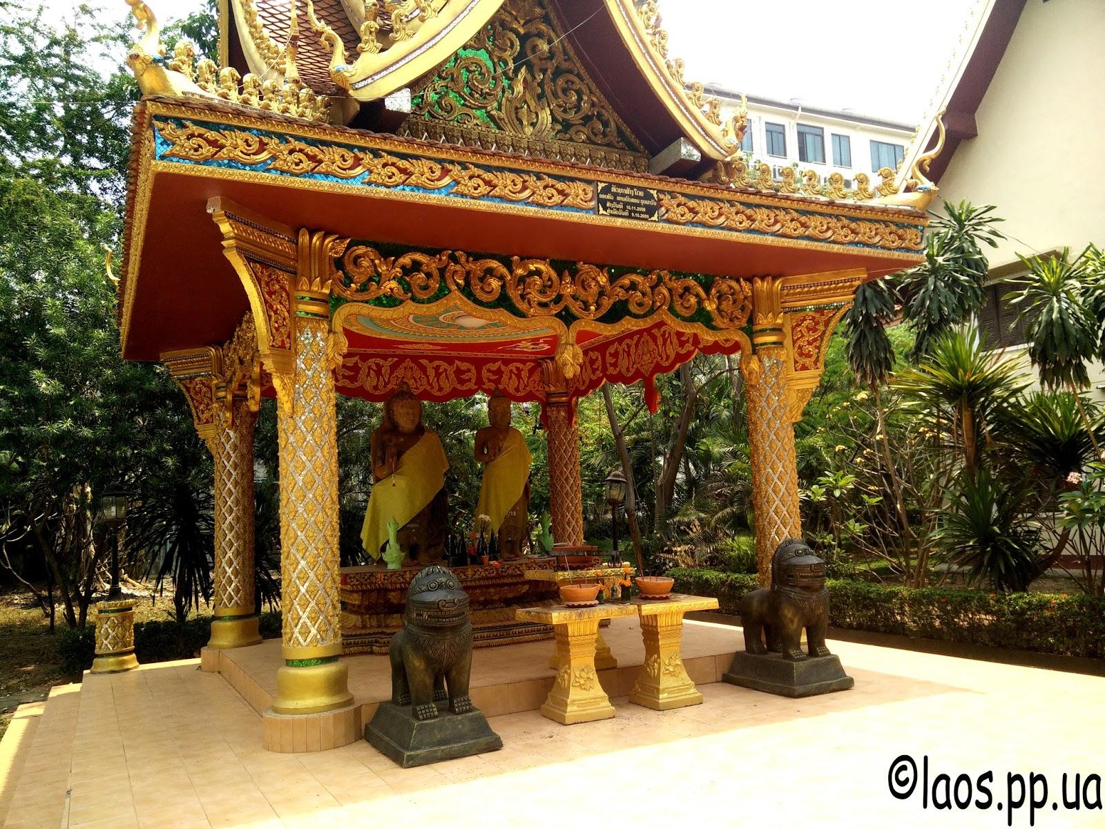 Лаоский буддийский алтарь