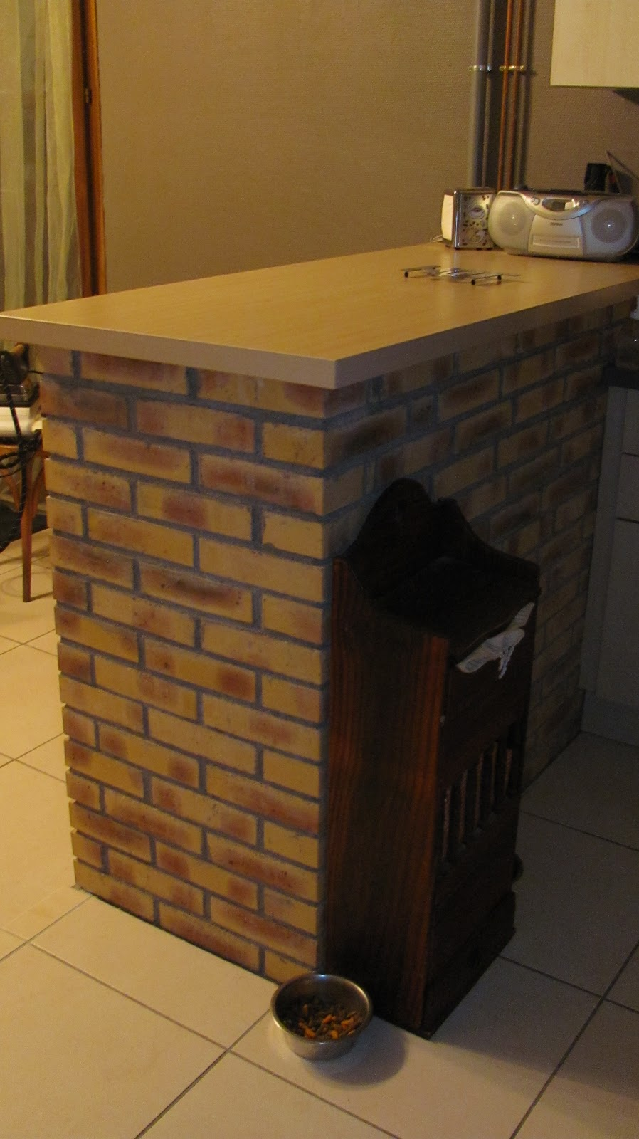 ma onnerie construction d 39 un muret en briques rouges pour faire un bar. Black Bedroom Furniture Sets. Home Design Ideas