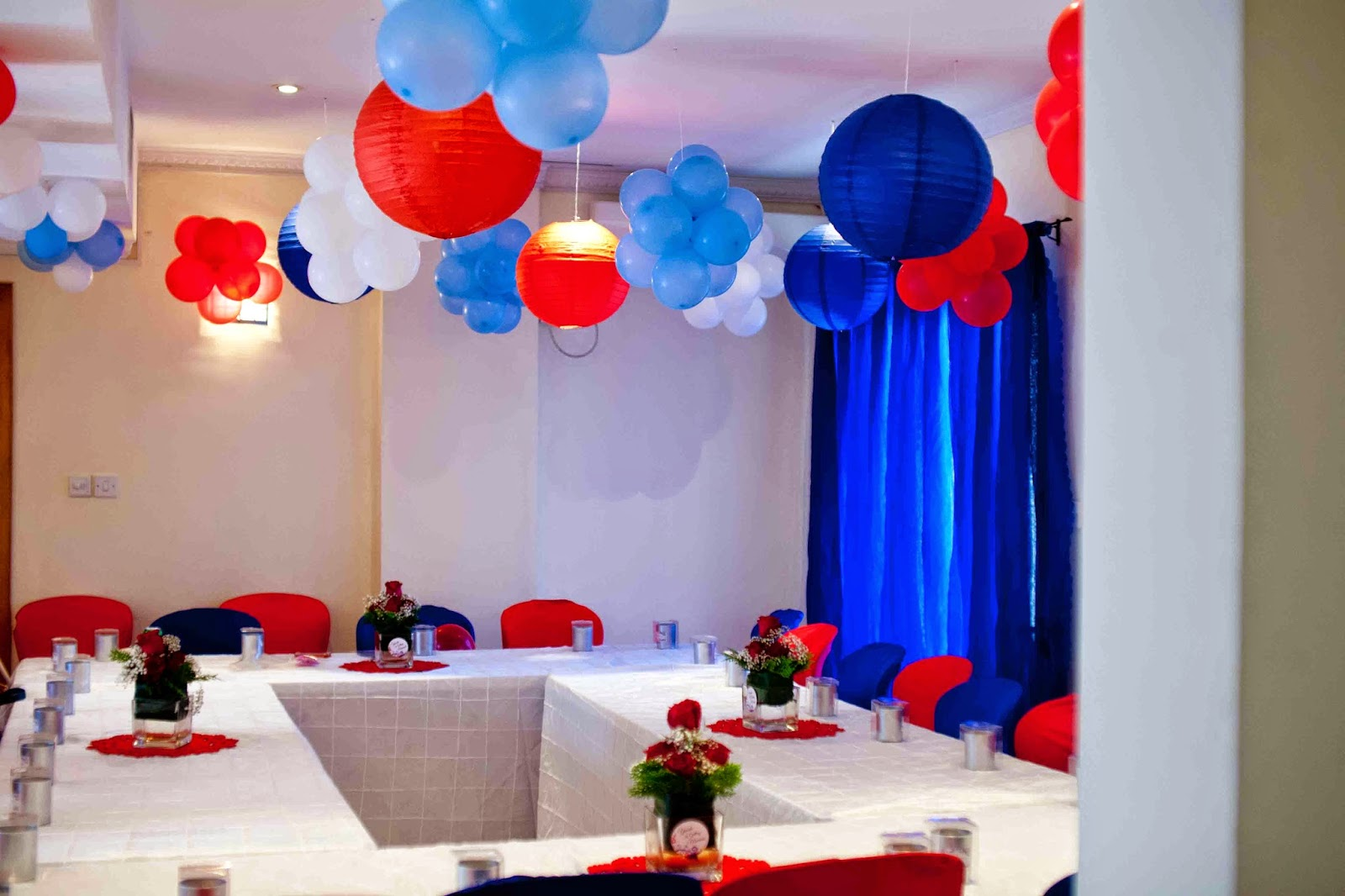 red blue white decor