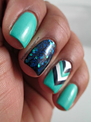 Sally Hanses Mermaid's Tale, Savina Blur For You, Daisy Nail Lacquer White Diamond,navy blue, teal, turquoise, chevron, glitter, nails, nail art, nail design, mani