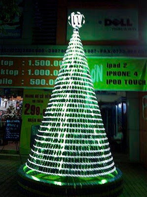 Amazing Christmas tree made with Mobile Phones [Photos]