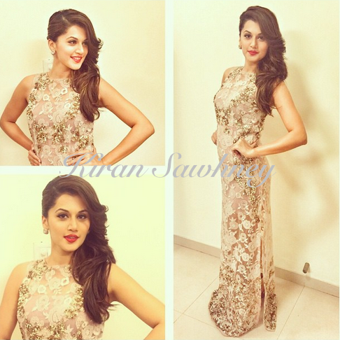 Taapsee Pannu in Kavita Bhartia dress and Roots Atelier earrings. Nykaa Femina BeautynAwards.