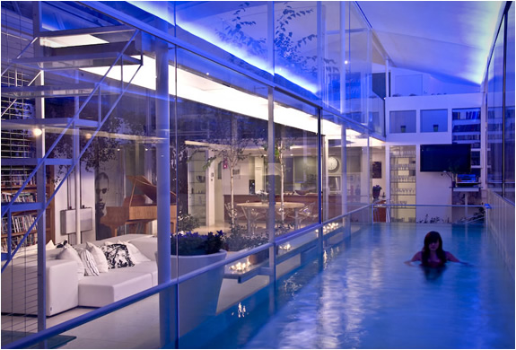 Internal glass swimming pool icreatived - Houses with swimming pools in london ...