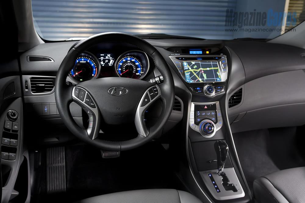 Hyundai equipa Elantra 2014 'brasileiro' com central multimídia