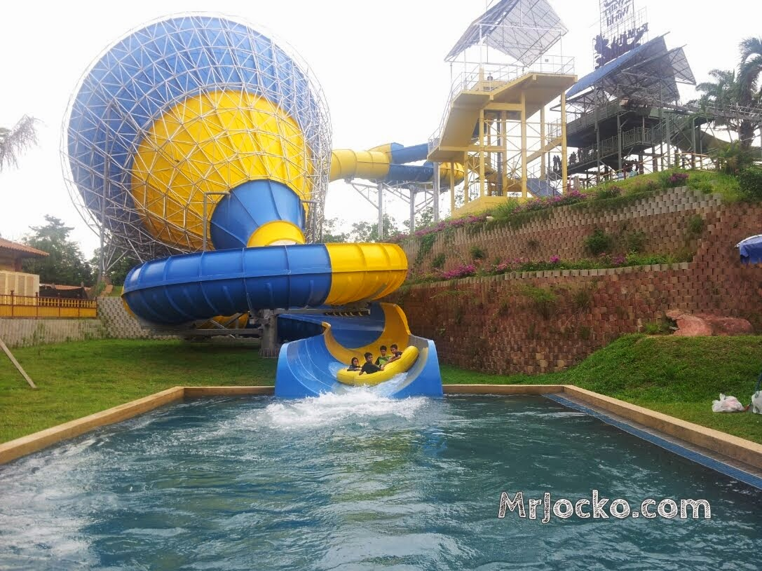 a famosa resort Results 1 - 10 of 90  a'famosa resort features a golf course and an outdoor pool dining is available  at one of the resort's 10 restaurants the property also offers.