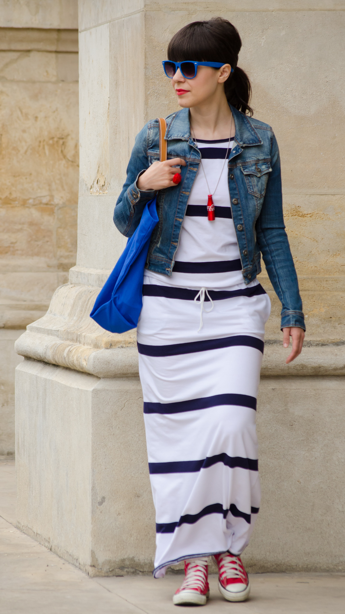 stripes maxi dress blue coca cola bottle converse red blue bag navy jeans jacket