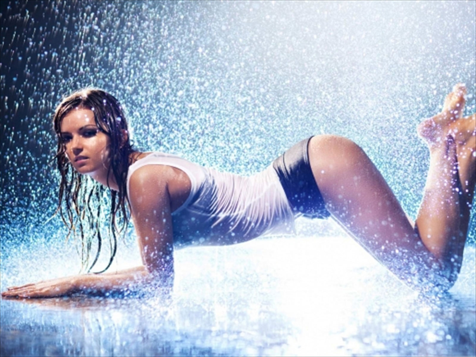 Hot Model in Rain Wallpaper