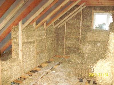 Второй этаж. Утепление крыши соломенными тюками