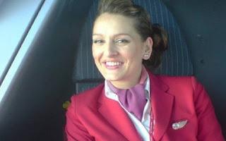 Mandy Smith foi aeromoça de uma famosa companhia aérea por mais de dez anos. Só fazia voos internacionais. Fora do ramo há algum tempo, a ex-comissária, de Hartlepool, na Inglaterra, resolveu botar a boca no trombone e contar tudo o que rolava por trás daqueles voos noturnos e das cabines fechadas. Só tem bomba!
