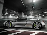 Porsche-918-Spyder-2014-02